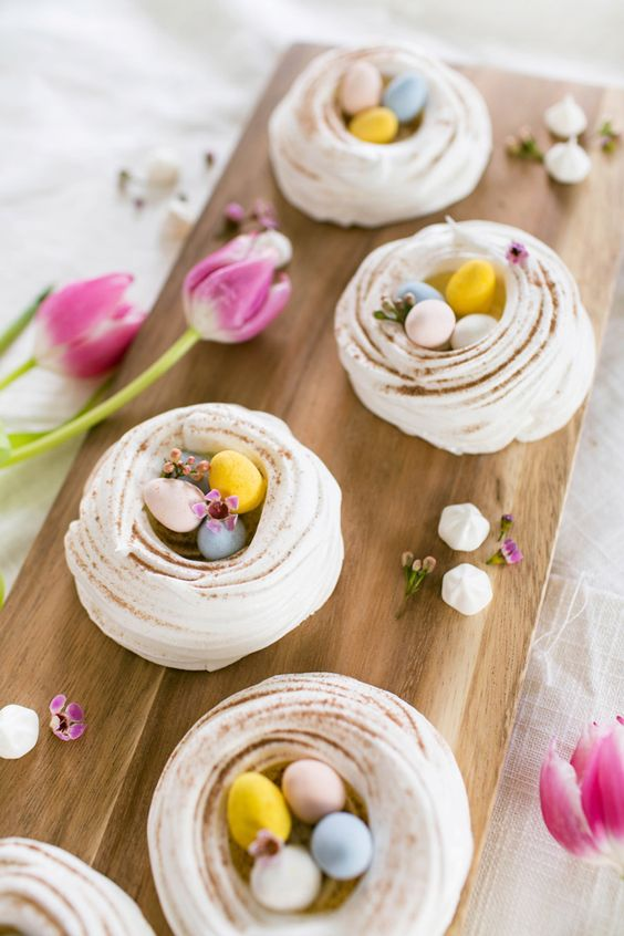 Easter meringue nests. These are a definite this Easter weekend. #easter #egg #meringue #homemade #homebaking #nobake #easymake #children #family #party
